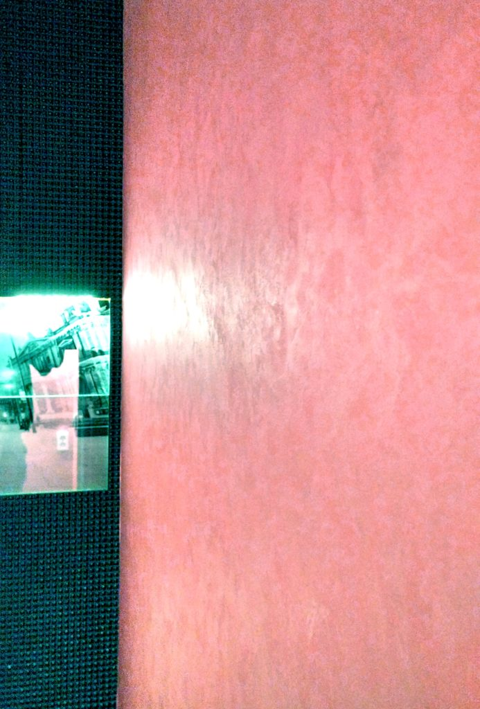 Декоративная штукатурка мокрый шёлк в туалете в Уфе