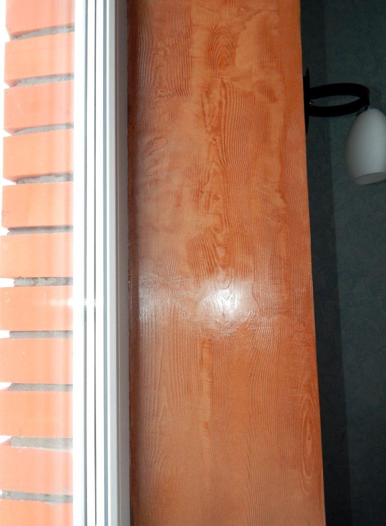 Отделка оконых откосов венецианской штукатуркой под древесину