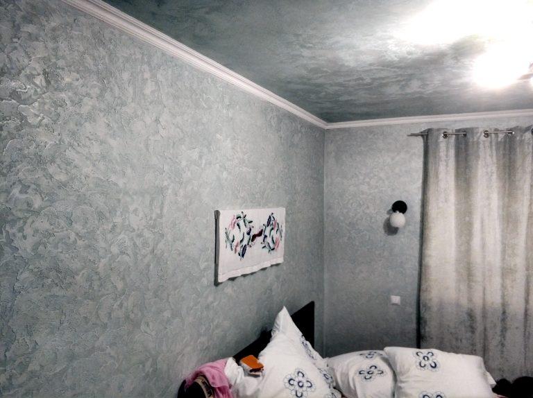Ремонт спальни декоративной штукатуркой
