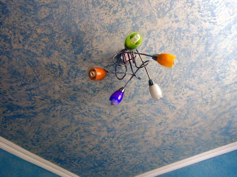 декоративная штукатурка травертин на потолке
