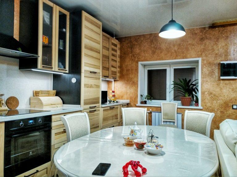 отделка гостиной фактурной штукатуркой Dessa decor marocco